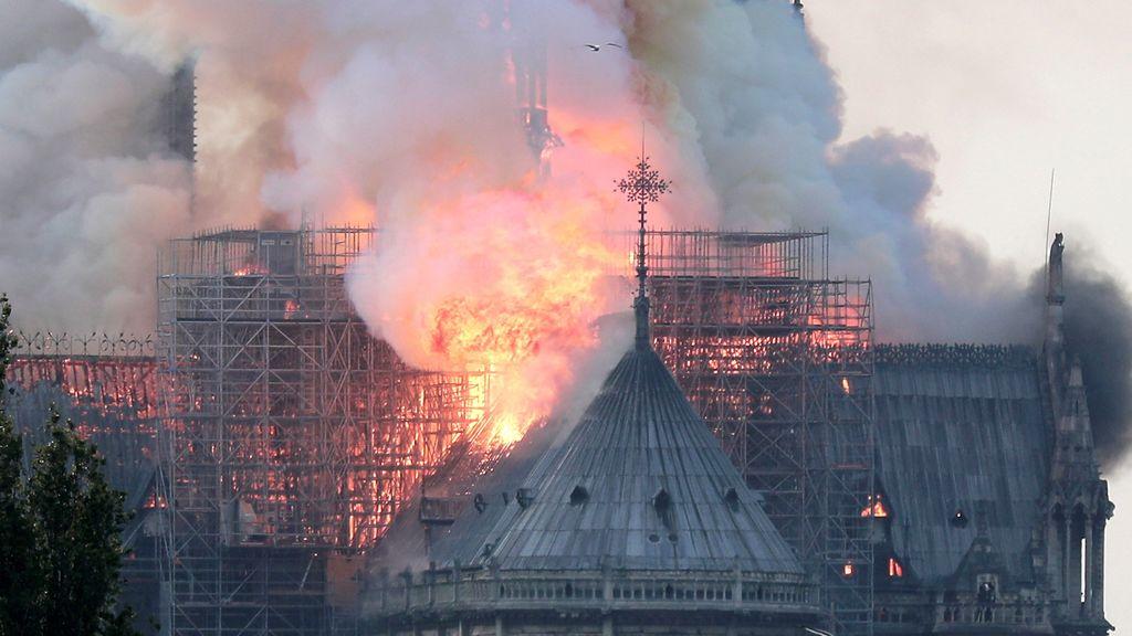 Incendio en la catedral de Notre Dame en París